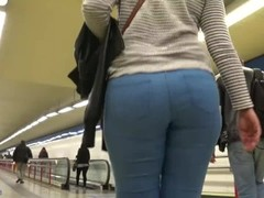 Spanish big ass candid GLUTEUS DIVINUS Thumb